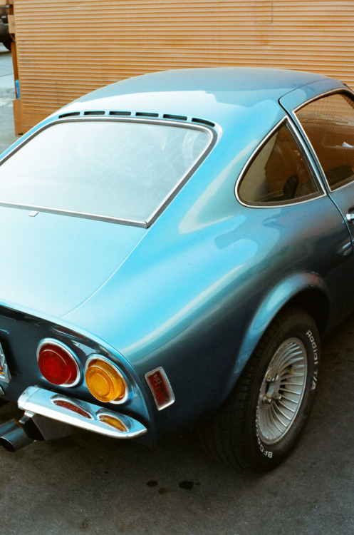 ventureandvirtue:  Opel GT 1900.  Photo by Jeffery Tang