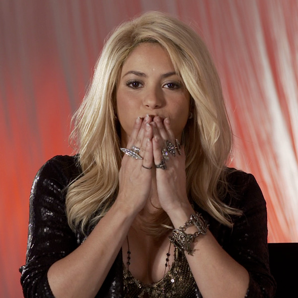 nbcthevoice:  Shakira has a big kiss for all you new #TeamShakira members in this week's shout out: http://on.fb.me/UL3gQt