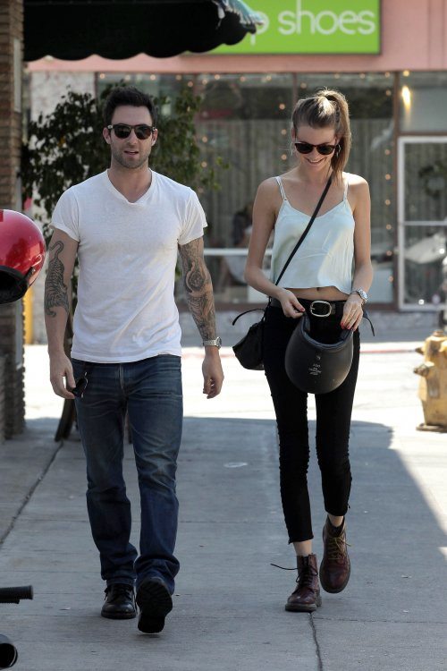 trysadingdong:  behati prinsloo and adam levine!