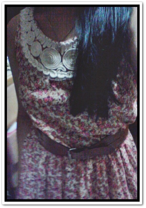 "2nd time to wear a dress, beybe!! at first it was really awkward, because i'm not really used to it. as well as there ""tingin-tingin sa'kin"" along the road. wooo, but actually dresses were really more comfi than pants this summer. as in. :) :)"