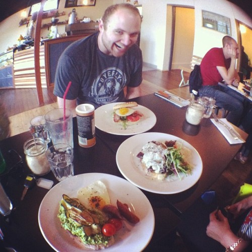 Hey weekend! Family breakfast! @ouinonmaybe @elchubbs  (at Scout)
