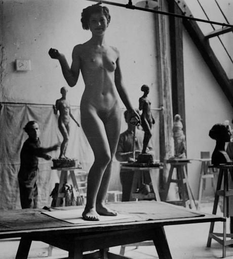 kvetchlandia:  Josef Breitenbach   Model,Sculpture Academy, Paris    c.1935