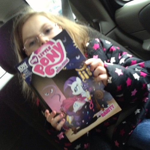My daughter with her #MyLittlePony #comic #comicbooks #girlsreadingcomics #comicbooklegion #juniormember lol. #newcomics #lcs