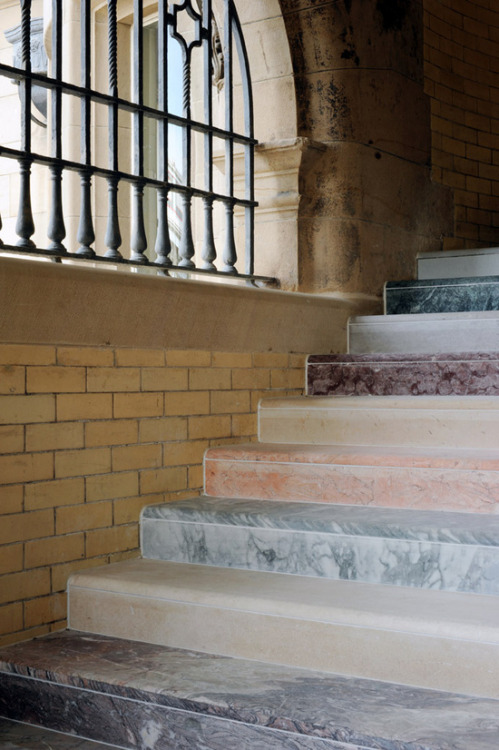 kiameku:  Martin Creed Scotsman Steps 'Work No. 1059' 2011