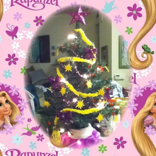 Clementine's tangled Christmas tree 💜🎄💜
