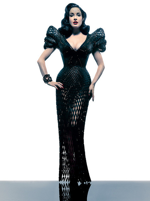 'Dita' Gown by Michael Schmidt and Francis Bitonti 3D Printed by Shapeways on Flickr.Via Flickr: 3D printed gown designed by Michael Schmidt and Francis Bitonti modeled by queen of burlesque Dita Von Teese. Full info on the Shapeways Blogwww.shapeways.com/blog/archives/1952-Revealing-Dita-Von-T… Photo by Albert Sanchez Photography