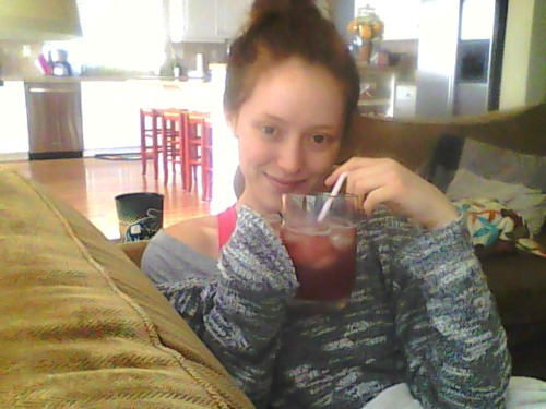 cozy with my iced tea <3