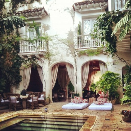 bella-illusione:  Chic home in Cartagena, Colombia