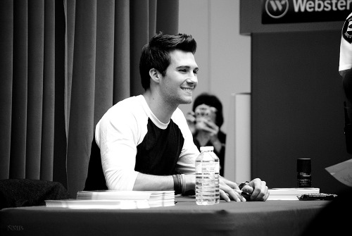 nolitasfairytale:   Shot #8 James Maslow Signing (May 19th 2013)
