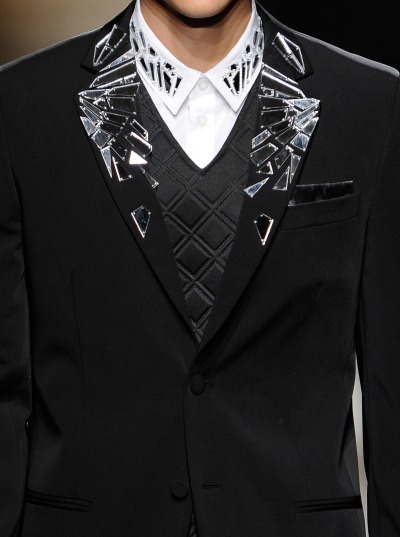 wgsn:  Sharp black tailoring decorated with shards of broken mirror @FrankieMorello_ #MFW #Embellishment. Subscribers can read out full report here.