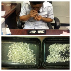 Just bought a couple hundred more carats of diamonds for some new grillZ! @cstonethebreadwinner we getting too many orders! Let's go! #StayIcedUp #KingOfBling #GrillzOnWheelz #BWMG #johnnydang&co by tvjohnny via Instagram http://bit.ly/15QjVY2