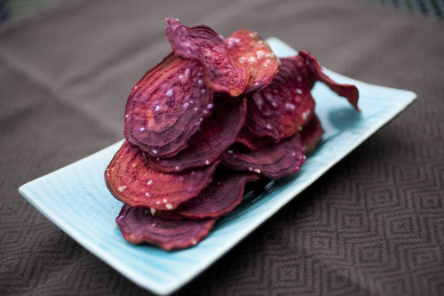 crossfitcandy:  Paleo Peeps, I'm going to arm you with some yummy snack recipes so you can stay Paleo AND enjoy the Super Bowl with your friends.  First up:  Baked Beet Chips (yep, they're awesome!  click pic for recipe)  #crossfitcandy  Making this tonight.