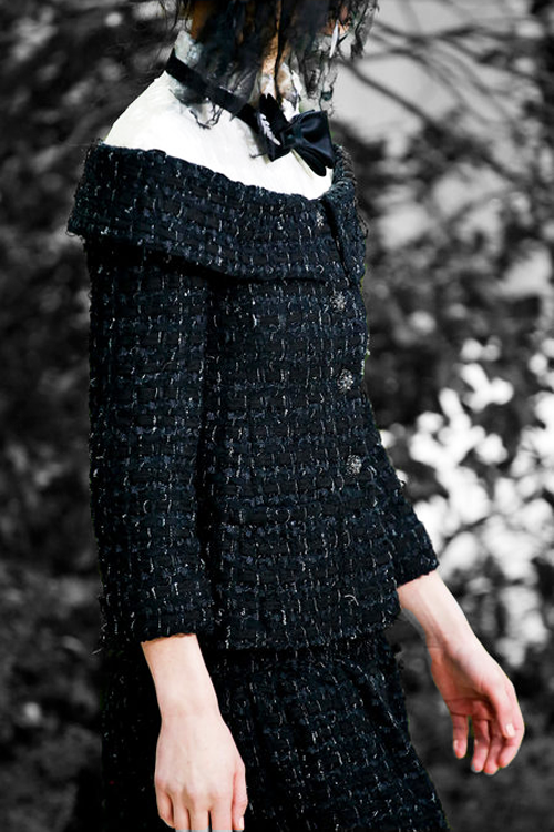 Details at Chanel Haute Couture Spring/Summer 2013. Put a bow on it.