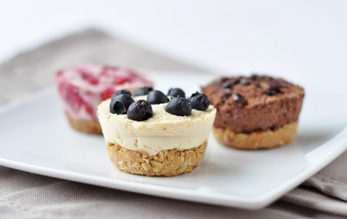 veganrecipecollection:  (via Baked 'coconut cream' cheesecakes | including cake)