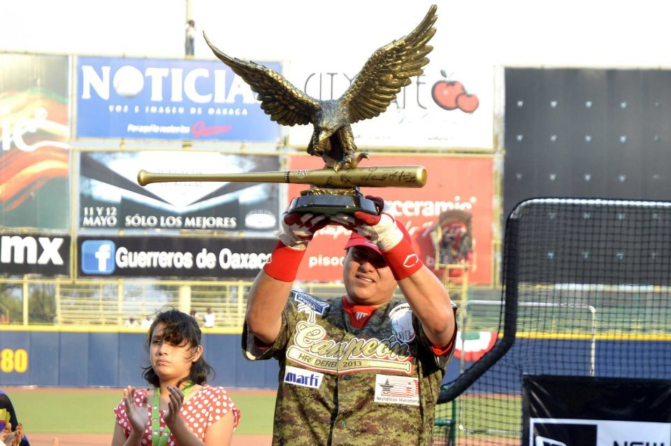Diablos Rojos' first baseman, Japhet Amador is your 2013 Liga Mexicana Home Run Derby campeón. Now the proud owner of the world's greatest trophy. And, y'know: that jersey, too. Girl to his right seemingly couldn't give that much of a shit. (Source)