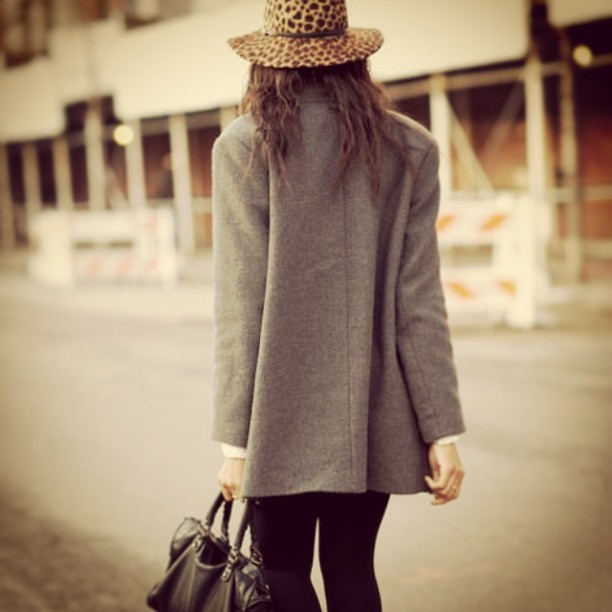 #leopardprint #fashion #hat #fedora #oversizedblazer #blazer #businessoutfit #handbag #outfit #outfitinspiration #streetsnap #helloyoungrevel