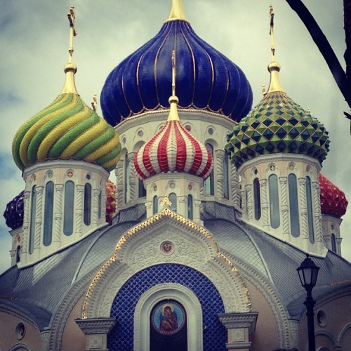 #Russian #church with many #colors #domes. #Historic #building in #Moscow. #ornament #decor #carved #classical #architecture #iphoneonly  #iphonesia  #instagram #porusski #all_shots #instagramming #igers_russia
