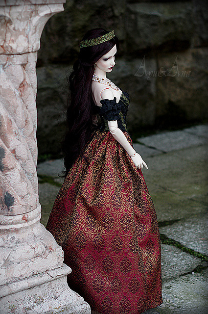 clouetvis:  Red Majesty by AyuAna on Flickr.