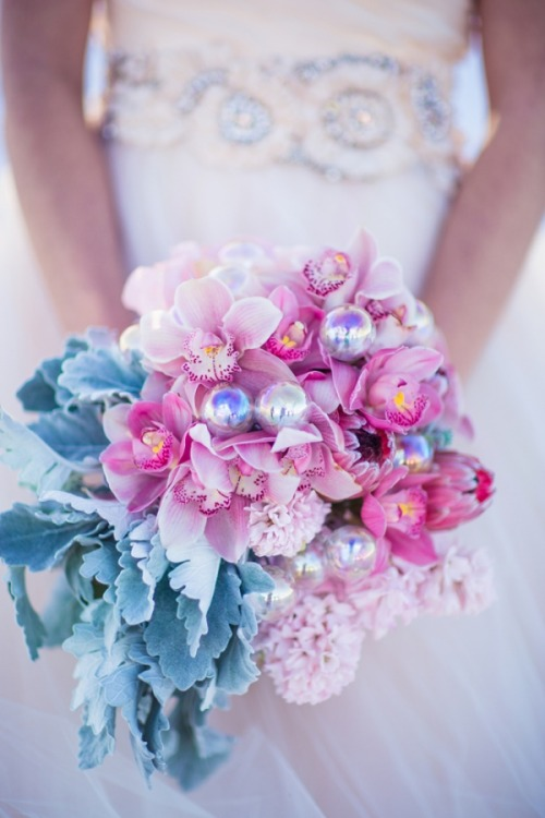 (via Ruffled® | Winter Wonderland Inspiration Shoot)