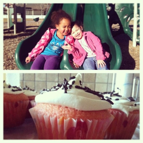 Park and strawberry princess cupcakes with these cuties yesterday! :) @okigirl03 @hoperamirez09 👯👭💗🍥🍰 #ThePark #CrazyGirls #BestFriendsNow #PrincessCupcakes