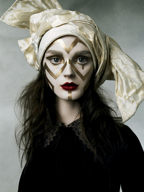 Lisa Cant by Michelangelo di Battista for Vogue Italia November 2006.   A great example of fashion gone festive.