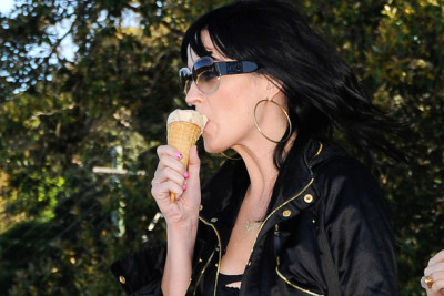 katy perry eating ice cream