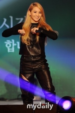 "ygfamilyy:  2NE1′s CL, in a head-to-head fight with Lee Hyori and Seo In Young – song and MV on the 28th! CL will release her first solo single album on the 28th and start her promotional activities. 2NE1's company YG Entertainment (aka YG) has revealed through the company's official blog that the last runner of their WHO'S NEXT? teaser would be CL's solo. A YG official stated 'We can't reveal concrete details yet but CL's solo release has been pushed by the CEO and producer Yang Hyunsuk and it is definitely his hidden card' and confidently added 'it will be rare, new and fresh music for the current music industry'."" Moreover, it has been said that 'This first CL solo song won't be a pre-release track for a short-term project but [CL's] title track for her regular promotion"" and ""On the 28th, CL's song and music video will both be revealed and she will start her promotion on music programs the following weekend"". ""CL's solo song is a hidden card that was pushed a lot by CEO Yang. She will reveal music that is rare to see in the typical music scene."" In 2NE1, Park Bom and Sandara Park each released solo projects, making CL the third [2NE1] member to come out as a soloist. Especially since Lee Hyori and Seo Inyoung are about to make their comebacks, the competition CL will have to face is garnering attention. *NOTE: Single Albums can contain 1 to 4 tracks, even 5 if they're generous. Mini Albums usually has 5~8 tracks, sometimes 9. Full Albums contain 9~10+ Tracks. Source: My Daily via Naver Translated by: Kaeryn @YGLadies.com"