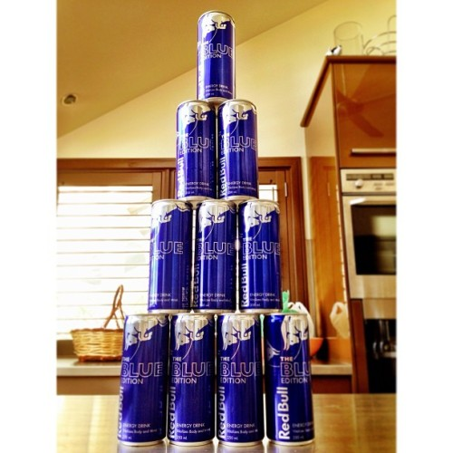 Pre drinks sorted for $10! #Frothin #redbull #blue