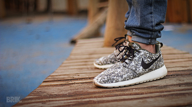 sneakerphotogrvphy:  Nike Roshe Run Premium by brik. on Flickr.