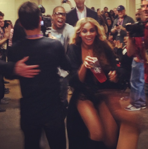 aintnojigga:  Beyonce and Jay-Z storm the dancers after their amazing performance during the Superbowl half-time show. [x]  LOVE.