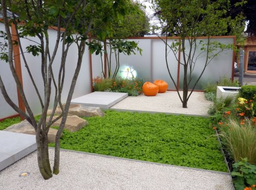 Very nice contemporary courtyard space. something to think about