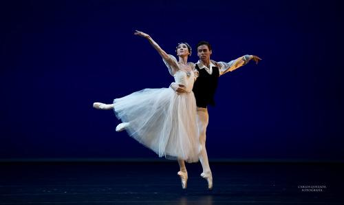 carlosquezadaph:  Elisa Carrillo y Amigos 2014 . Ballet Gala . México Les Sylphides Connor Walsh & Hee Seo / Houston Ballet & American Ballet Principals Fotografía Carlos Quezada
