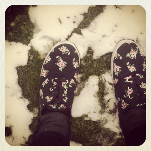 #shoes #pretty #girly #flowers #snow