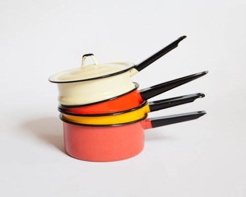 (via Adorable Set of Colorful Enamelware Pans Coral by lastprizevintage)