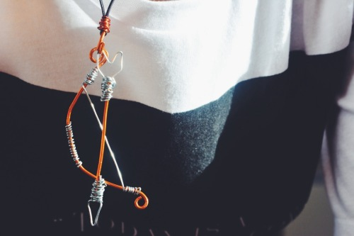 the hunger games bow and arrow katniss everdeen wire jewelry love diy projects diy creativity catching fire mockingjay