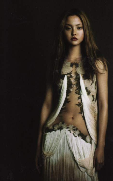 fiammaditd:  the-front-row:  Devon Aoki for Zoo magazineby by Aneta Bartos  wearing Alexander McQueen SS 2009
