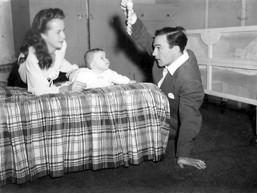 always-fair-weather:  Betsy Blair and Gene Kelly with daughter, Kerry