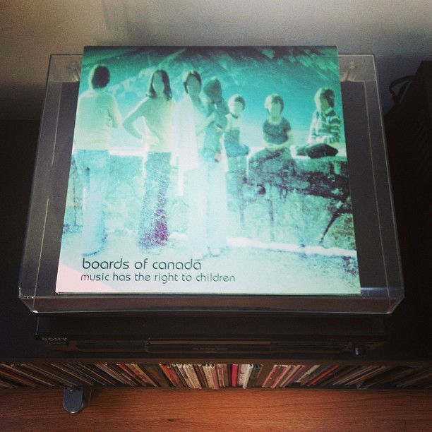 #nowplaying courtesy of @jturne12 's collection. #boardsofcanada #musichastherighttochildren#vinyl #lp #jerbiljams