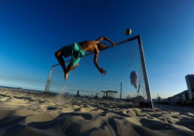 footysphere:  Football on Copacabana Beach (image credit - Praia Copacabana Clima Sextafeira Defesa by ~mauropimentel)