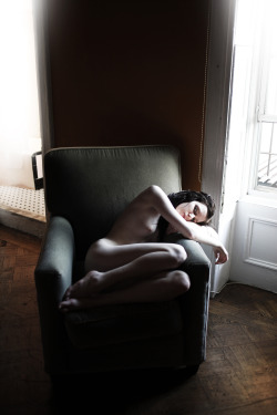 wyoh:  thelunartype:  A photo of me by Fabrice Mabillot This is one of my favorites.  Faaaaabrice, if you're reading this, pretty please post more.