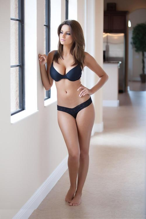 fitnessgyro:  getpsychyed:  Her body <3. and I think if I got to my ideal size this is more so how my body would be, my thighs would probably be a bit bigger but great inspiration for me.   <3 <3