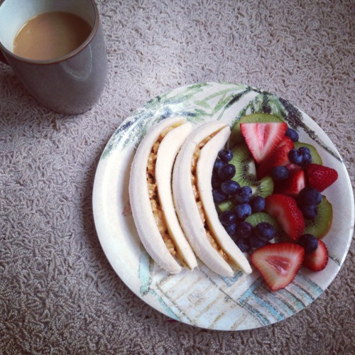 free-sunflower-soul:  Sunday breakfast before work! I hope everyone has a beautiful day