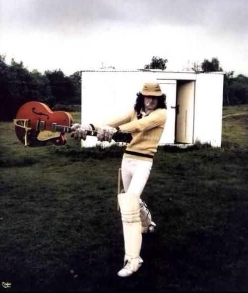 afallingledzeppelin:  Jimmy Page being lovely as always