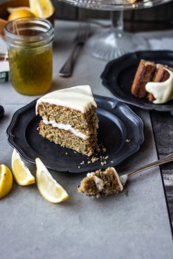 gastrogirl:  wholegrain lemon poppy seed layer cake.