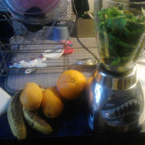 30-day #greensmoothie challenge 20/30 (cranberry week) cranberry, mango, orange, banana, mixed greens with chia/flax seed combo. #teamfit #fitlife #greensmoothiechallenge #blackwomendoworkout