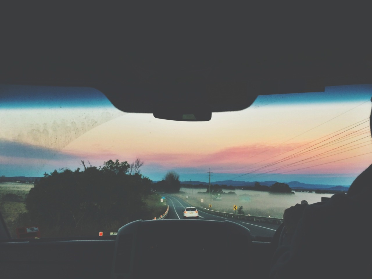 heylookitstimmy:   6 .a.m on a 10 hour-long road trip with my best friends heading home from the best music festival in the country  omg.