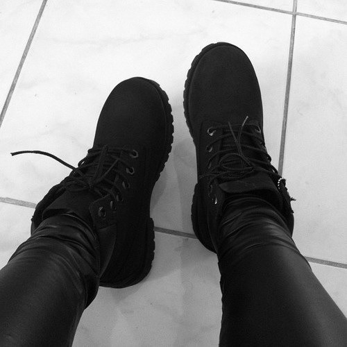 black-and-white-klass:  Black timbs👌