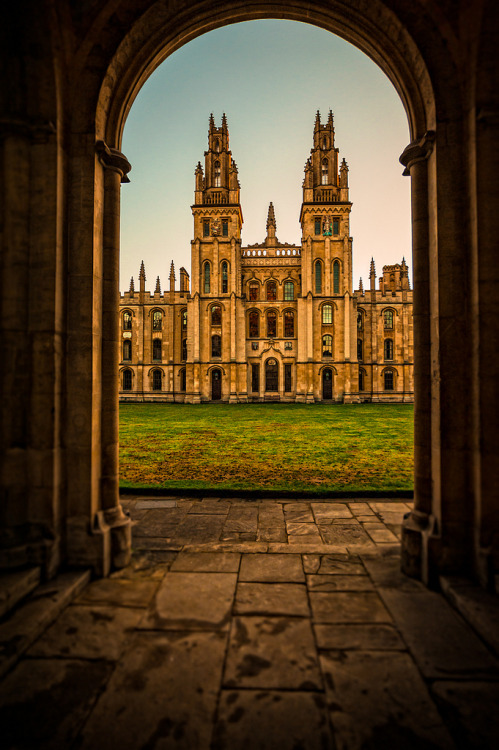 h4ilstorm:  Oxford 141012-200 (by Steve Bark) All Souls College