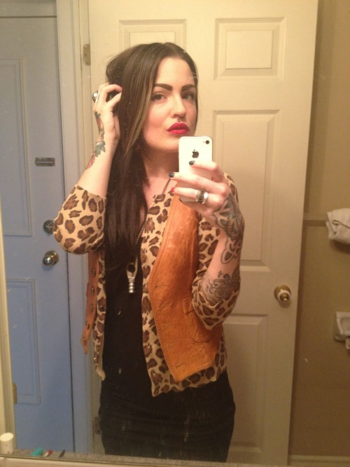 dejennarate:  #ootd #leopard #vintage #leather #vest #littleblackdress #redlips #blackhair #me #dejennarate