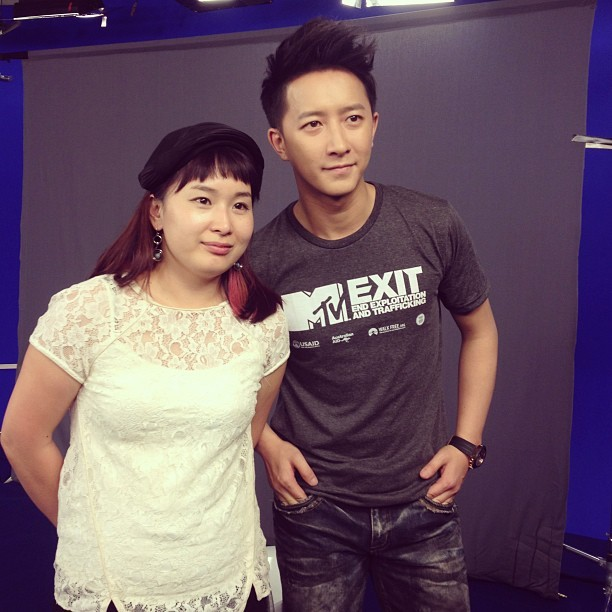 Han Geng and the producer for MTV EXIT in Beijing | cr: arichina1 | via hangeng的korea庚饭